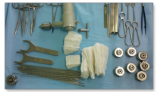 Комплект инструментов для полифасцикулярного остеосинтеза костей в ортопедии ГарантКлиник.